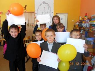Учащиеся Центра детского творчества п. Матвеев Курган с педагогом Николенко И.Н.